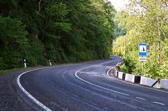 Huvudväg i ett bergsområde Fotografering för Bildbyråer