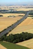 Huvudväg i fransk jordbruksmark Fotografering för Bildbyråer