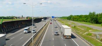 Huvudväg A8 i Polen nära flygplats Arkivfoton