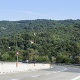 Huvudväg i Tuscany arkivfoto