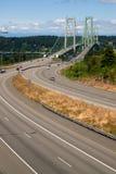 Huvudväg 16 korsa Puget Sound över bron för Tacoma trångt pass arkivfoto