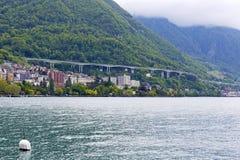 Huvudväg längs kusten i Montreux Arkivfoton