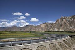 huvudväg lhasa nära Arkivfoto
