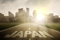 Huvudväg med ord av Japan på soluppgång Royaltyfri Fotografi