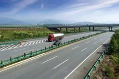 Huvudväg och viaduct Royaltyfria Foton