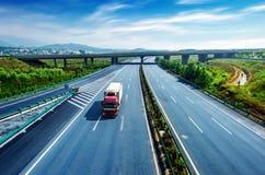 Huvudväg och viaduct Royaltyfria Bilder