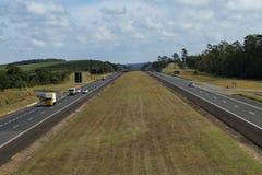 Huvudväg på en härlig solig dag, huvudväg Castelo Branco fotografering för bildbyråer