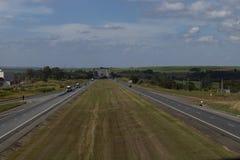Huvudväg på en härlig solig dag, huvudväg Castelo Branco arkivfoton