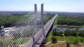 Huvudväg på floden hög bro arkivfilmer