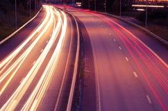 Huvudväg på natten Arkivfoton