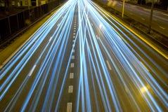 Huvudväg på natten. arkivbilder
