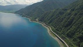 Huvudväg på viadukten vid havet Filippinerna Luzon Arkivfoton