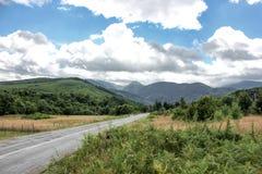 Huvudväg till berg transfagarasan väg romania Fotografering för Bildbyråer