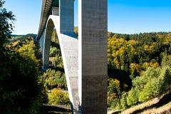 Huvudvägbro, 71, i höst, Thüringen, Tyskland arkivfoto