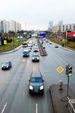 Huvudvägen i en storstad Arkivfoto