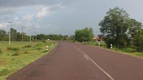 Huvudvägen i sydliga Laos arkivfilmer