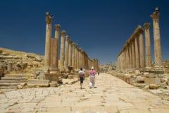 Huvudvägen Jerash, Jordanien Royaltyfria Bilder