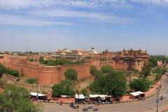 Huvudvägen runt om Junagarh det röda fortet Bikaner rajasthan Indien Arkivbild