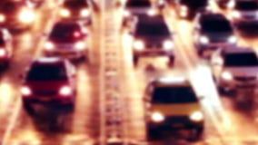 Huvudvägnattsikt med rörande bilar Suddig bakgrund för abstrakt cityscape lager videofilmer