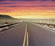 huvudvägsolnedgång Arkivbilder