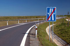 huvudvägtecken Arkivbild
