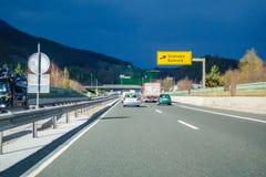 Huvudvägutgång Vransko på huvudvägen A1 i Slovenien fotografering för bildbyråer