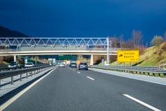 Huvudvägutgång Vransko på huvudvägen A1 i Slovenien arkivfoto