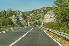 Huvudvägväg på berget, Montenegro Royaltyfri Fotografi