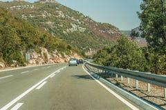 Huvudvägväg på berget, Montenegro Arkivfoto