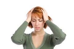 huvudvärk som lider kvinnan Arkivfoto