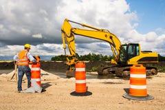 Huvudvägvägbyggnadsarbetare Royaltyfria Foton