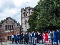Huwelijk bij St Mary's Parochiekerk in Onder- Alderley Cheshire Royalty-vrije Stock Foto's