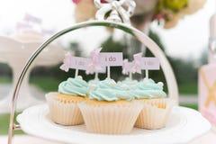 Huwelijk cupcake stock foto