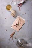 Huwelijk of de dagconcept van de valentijnskaart Liefdebrief of romantisch bericht Hoogste mening, Exemplaarruimte Wijn, aromasto Royalty-vrije Stock Afbeelding