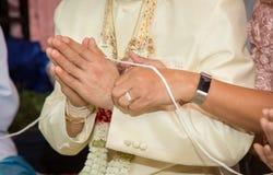 Huwelijk details De close-upmening van de bruidegom royalty-vrije stock foto