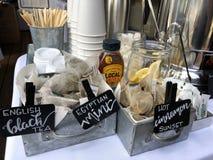 Huwelijk die dichtbij me Englewood-Co bartending stock foto