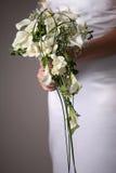 Huwelijk dres en bouqet Royalty-vrije Stock Afbeeldingen