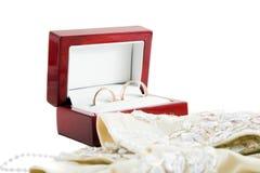 Huwelijk ings en handschoenen Stock Foto