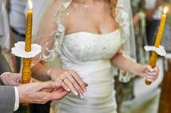 Huwelijk in kerk Stock Fotografie