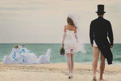 Huwelijk op strand Stock Afbeeldingen