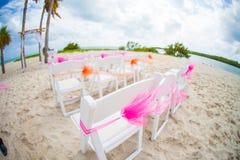 Huwelijk op tropisch strand royalty-vrije stock afbeeldingen