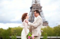 Huwelijk in Parijs Stock Afbeeldingen