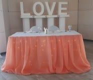 Huwelijk, registratie, gordijn, omgeving, perzik, organza, verlichting royalty-vrije stock afbeeldingen