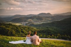 Huwelijk in Slowaakse bergen, aardige mening royalty-vrije stock fotografie