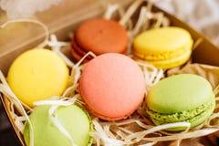 Huwelijk, St Valentine Dag, verjaardag, voorbereiding, vakantie Mooie roze smakelijke macarons stock afbeelding
