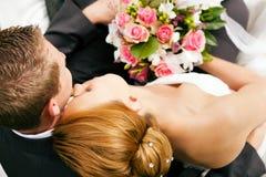 Huwelijk - tederheid Stock Afbeeldingen