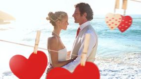 Huwelijk van jong paar op strand stock video