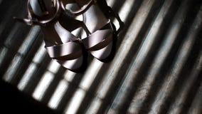 Huwelijks roze schoenen stock footage