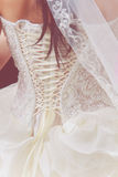 Huwelijks witte kleding met kant Royalty-vrije Stock Foto's