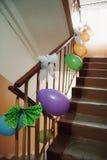 Huwelijksballons op de omheining Stock Foto's